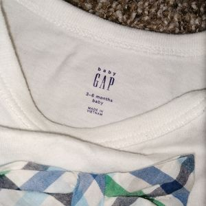 GAP One Pieces - Baby gap onesie